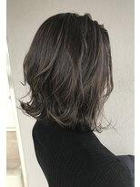 ヘアースペース ブイ(hair space V)暗めグレージュ束感ハイライトカラー