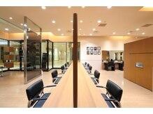 モッズ ヘア 二子玉川店(mod's hair)の雰囲気(店内は広々。清潔のある空間づくりを大切にしています。)