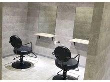 アンダーバーホワイト 天王寺阿倍野店(_WHITE)の雰囲気(個室を2部屋2席でご用意しております。利用料金は500円)