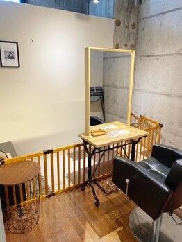 ソーホーヘアーアンドデザイン 姪浜店(SOHO Hair&Design)の写真/【姪浜/西新】電話予約限定☆キッズスペース有!周りを気にしなくていい個室でゆっくり過ごせます♪