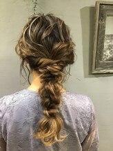サピュエ ヘアサロン(S'appuyer hair salon)ルーズな編みおろし