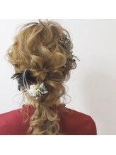 ヘアメイク バースデイ(Hair make Birth Day)編みおろし。マイディアム。