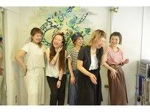 女性スタッフが多いです。リラックスして自然と笑顔になれる雰囲気が【coii】にあります