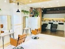 アグ ヘアー パルフェ 奈良駅前店(Agu hair parfait)の雰囲気(アースカラーをベースに落ちついた清潔感のある空間です♪)
