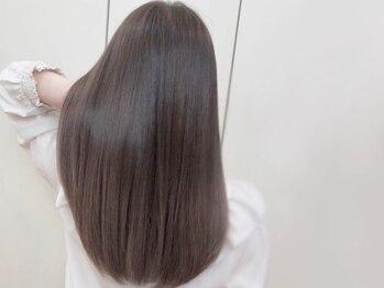 ブルーム コスタ(Blume COSTA)の写真/髪質改善やオリジナルトリートメント【AAA】で髪の芯から補修。潤いの艶髪へ。