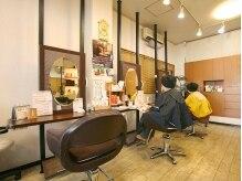 美容室リーフ 中央店の雰囲気(白とブラウンで統一された店内!)
