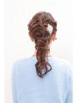 ヘアセットアンドメイクアップ シュシュ(Hair set&Make up chouchou)ポニー風ヘアアレンジ