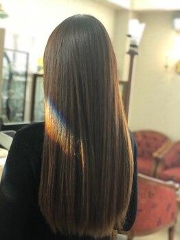 ヘアデザイン アンジェリク(HAIR DESIGN ANGELIQUE)の写真/今までかけてきた縮毛矯正との違いを実感できると話題♪自然な柔らかさでリピーター続出。ツヤ感&潤いUP!