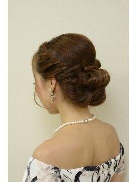 結婚式の髪型(ヘアアレンジ)  ツイスト×ロールアップ