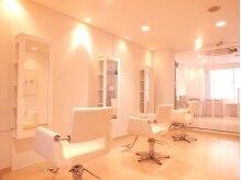 ココリリー(coco LiLy)の雰囲気(白を基調としたシンプルな空間でリラックスできます♪)