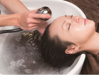 ヘアエステ ハート 池袋東口店(Hair esthe HAAAT)の写真/一人ひとりの髪に必要な栄養を見極める。Aujuaを使用した髪質改善メニューで、うるツヤ褒められヘアに★