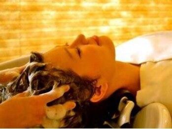 リコ ヘアー(Lico Hair)の写真/癒しの時間を女性専用のフロアで満喫♪フルフラットのシャンプー台で頭皮の疲れや汚れをスッキリ☆