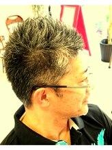 ウニカヘアデザイン(UNIkA HAIR design)白髪でつくるソフトモヒカン