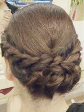 結婚式の髪型(ヘアアレンジ) タイトロープ