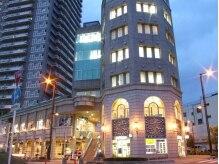 ヘア フィックス リュウ リゾート(hair fix RYU Resort)の雰囲気(おしゃれな外観もうり!正面右側2階が当店になります)