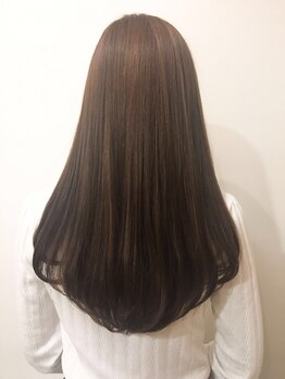 ヒクウテイ(HIKUTE hair&make)の写真/ツヤ感とまとまりを出すなら、HIKUTEの縮毛矯正がおすすめ!ダメージレスに扱いやすい美髪が叶う♪