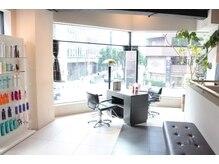 美容室イサ 伏見店(ISA)の雰囲気(階段を上がると上質空間がお出迎え!)