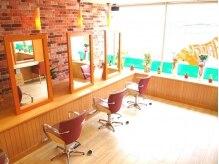 アーティカルヘア(ARTICAL HAIR)の雰囲気(木を基調とした落ち着いた雰囲気、壁のレンガが可愛い☆)