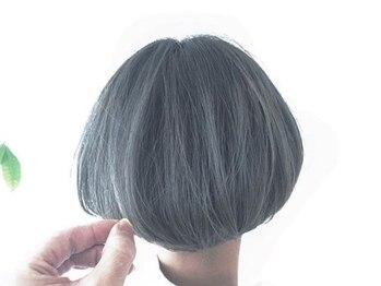 ドアー ヘア ラテ(Door hair.latte)の写真/明るめグレイカラーで、印象を決める綺麗な白髪染めが叶う◆透明感と艶のある上品大人スタイルに―…。