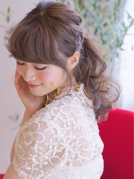 三つ編みハーフアップヘアアレンジ オジコ(ojiko)☆月曜営業☆ojiko.大人可愛い編み込みルーズポニーテール