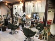 美容室 ヨツバ(yotsuba)の雰囲気(白と緑を基調とした明るいサロン♪)