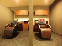 サロンティーティー(salonTT.)の雰囲気(半個室のシャンプーブース。周りを気にせずリラックスできます。)