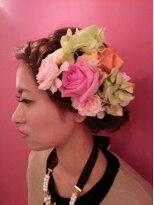 プトゥリ(Putri)生花を使った 二次会用ヘアスタイル