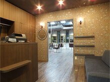 across hair design 蒲田東口店 駅地近なのに隠れ家サロン