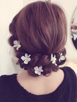 結婚式の髪型(ヘアアレンジ)  お花アレンジアップ