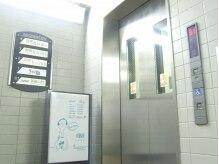 ボムス 浜田山店(boms)の雰囲気(総合受付2階には、駅から直通エレベーターでもお越し頂けます。)