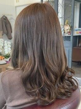 オージャス(Ojas)の写真/トレンドカラーから白髪染めまでお任せください◎髪の毛を極力傷ませずに理想の髪色をお届け致します♪