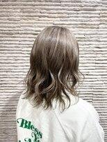 ビス リアン 川口店(Vis lien)モテ髪カタログ/シルバーカラー/3Dハイライト/透明感ベージュ