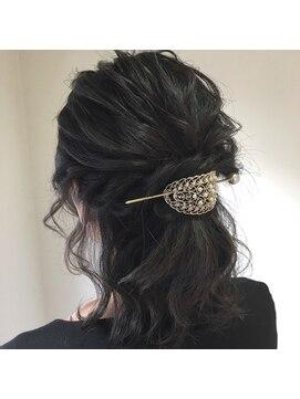 黒髪ミディアムヘアの方におすすめのヘアアレンジ5選