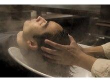 ブルーワークス(BLUE WORKS)の雰囲気(頭皮を引き上げコリをほぐしながら血行を促進する頭皮ケアです。)