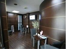 シキブブルートリップ(SIKIBU Bluetrip)の雰囲気(サービスカフェで、待ち時間をごゆっくりお過ごしください♪)