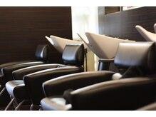 ヘアープラーナ 金倉店(HAIR pranA)の雰囲気(個室風なシャンプーブースも癒し効果を引き立てます。)