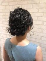 ヘアメイク シュシュ(Hair make chou chou)ルーズねじり編み込みスタイル【chou-chou 北林夏実】