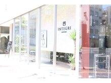 インテグリ(INTEGRI)の雰囲気(道路に面した店。日差しが心地よく店内を照らします)