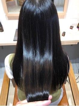 ホロ(HOLO)の写真/【髪質改善◆美革ストレート】クセ毛だけでなく、パサつきやごわつきのお悩みもダメージレスに解決へ。