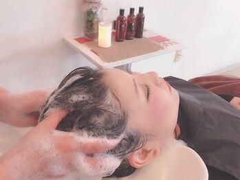 """クアトロオクト(Quattro oct)の写真/《LaCASTA》""""さらっ""""とまとまる美髪が実現!アロマの香りと絶妙な力加減で贅沢なひと時をお過ごし下さい。"""