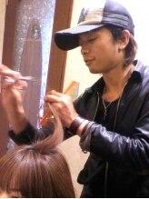 アース 伏見桃山店(HAIR & MAKE EARTH)山村 辰郎