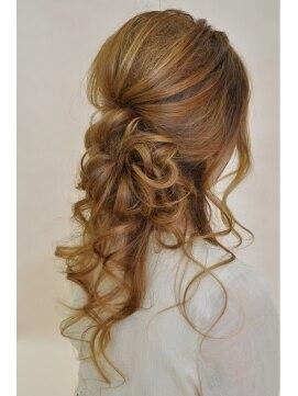 結婚式の髪型(ヘアアレンジ) ナチュラル ルーズアップ