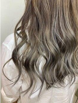 """フレイストート(Frais Tout)の写真/美髪カラーで圧倒的な艶髪に◎髪質・肌色・瞳の色を見極め、色持ち抜群&柔らか質感の""""理想の髪色""""を実現♪"""