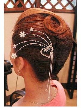 夜会巻きヘアアレンジ結婚式髪型 夜会巻