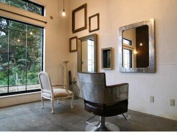 サロン ド メアリー(Salon de Mary)の写真/【相見駅より車で約5分】森の小さな美容院をイメージした、アンティーク調のオシャレなプライベートサロン