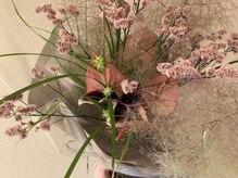 シエサロン(SHE SALON)の雰囲気(毎月店内の花が入れ替わります)