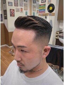 短髪 フェード カット