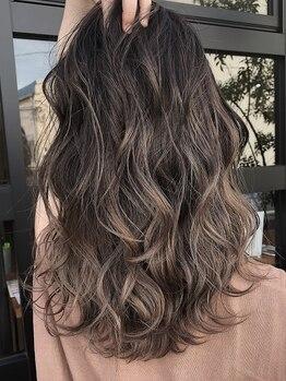 デフ(Def)の写真/『グレイカラー×透明感』で髪からキレイに。明るさをコントロールした立体感のある仕上がりで美髪をKEEP*