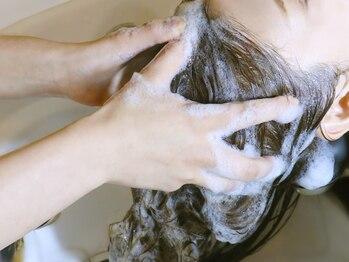 オーブ ヘアー レーヴ 自由が丘店(AUBE HAIR reve)の写真/学校や仕事帰りにも立ち寄れる22時まで営業!!全身リラックスできる人気のヘッドスパで、癒しの時間を♪