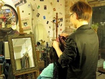 ヘアアール(Hair ar)の写真/こだわりが沢山詰まった店内♪オーナーがマンツーマンで丁寧に対応♪なりたい姿にチェンジできる!